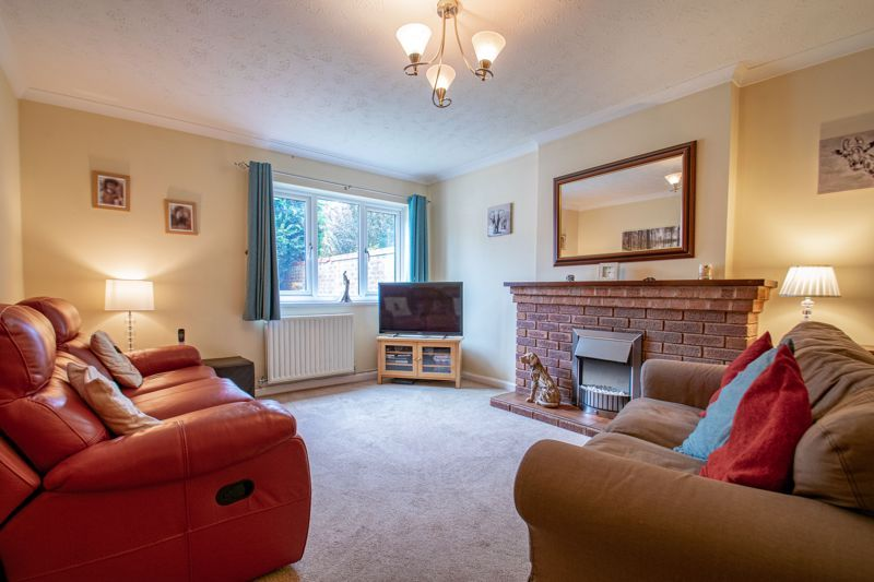 5 bed house for sale in Longfellow Close  - Property Image 2
