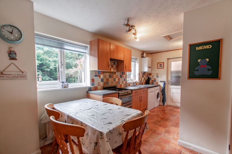 5 bed house for sale in Longfellow Close 3