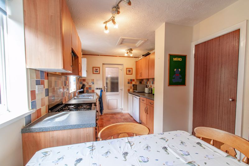 5 bed house for sale in Longfellow Close 4