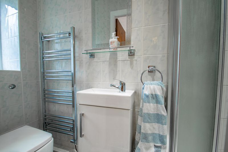 5 bed house for sale in Longfellow Close  - Property Image 8