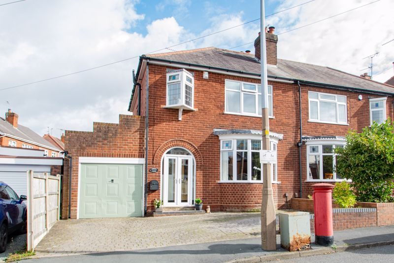 3 bed house for sale in High Haden Road 1