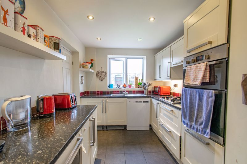 3 bed house for sale in Toms Town Lane  - Property Image 2