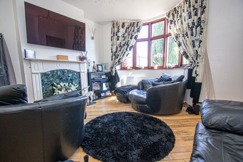 4 bed house for sale in Swan Crescent  - Property Image 2