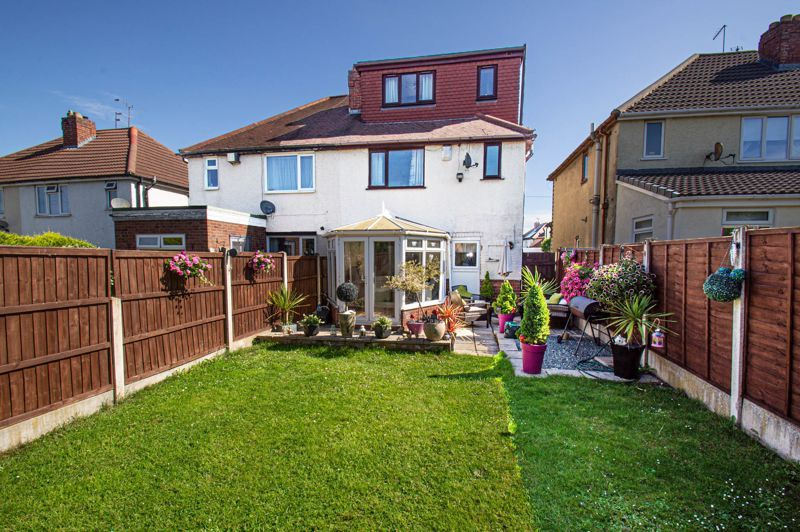 4 bed house for sale in Swan Crescent 13
