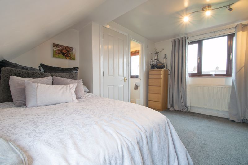 4 bed house for sale in Swan Crescent 16