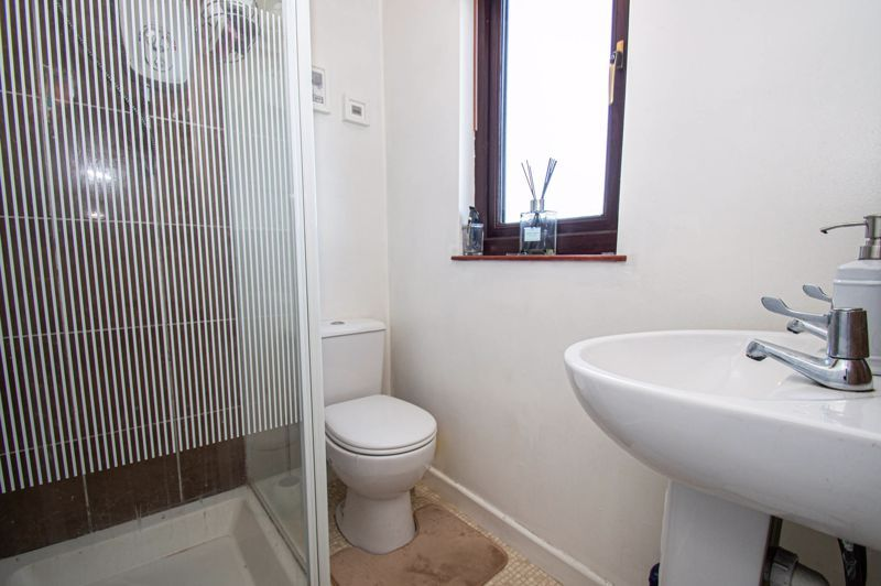 4 bed house for sale in Swan Crescent 17