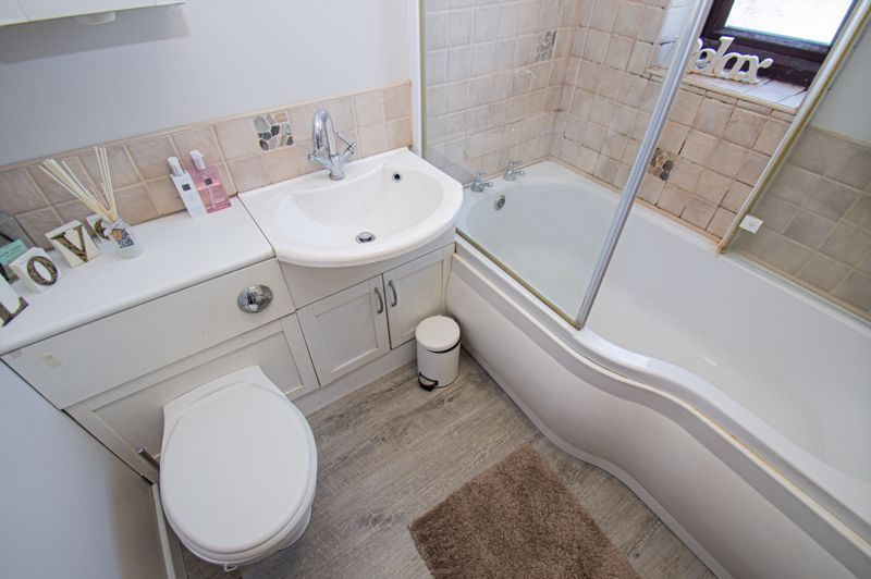 4 bed house for sale in Swan Crescent 18