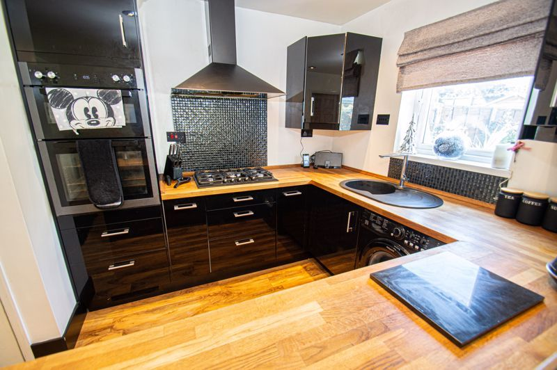 4 bed house for sale in Swan Crescent  - Property Image 5
