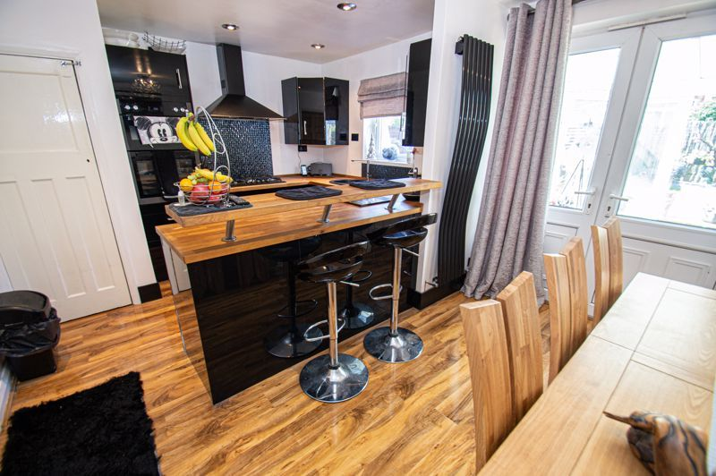 4 bed house for sale in Swan Crescent 6