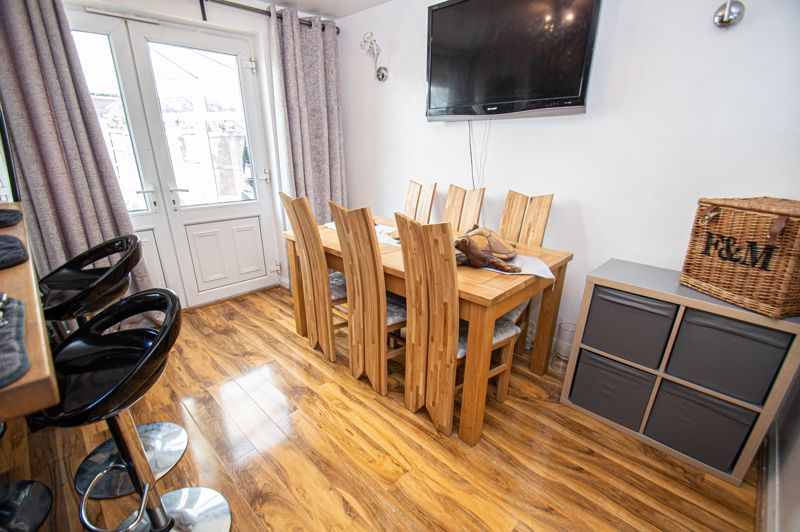 4 bed house for sale in Swan Crescent 7