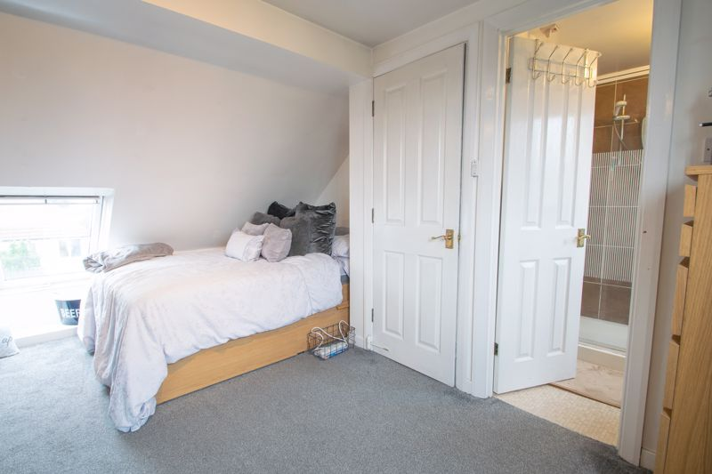 4 bed house for sale in Swan Crescent 9