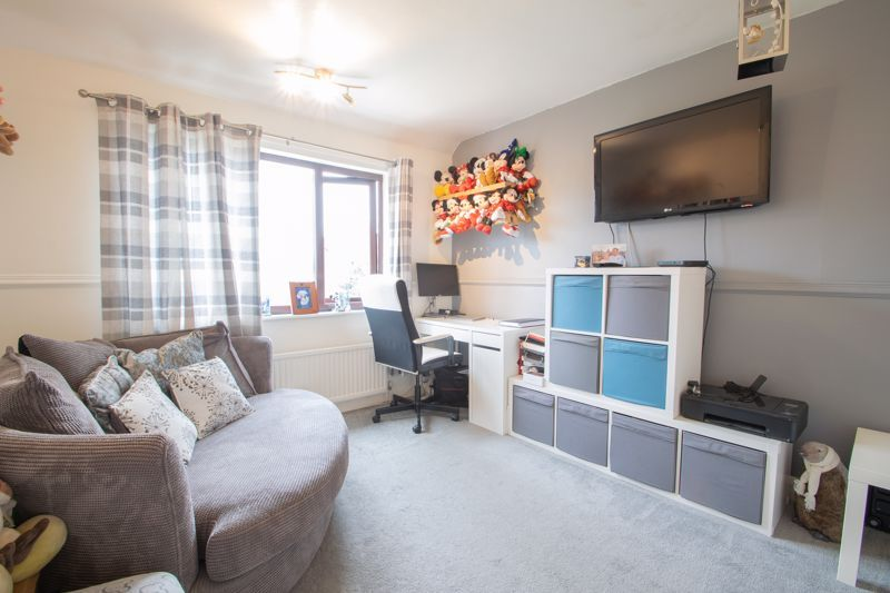 4 bed house for sale in Swan Crescent 10