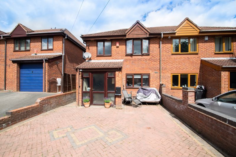 3 bed house for sale in Stour Valley Close 1