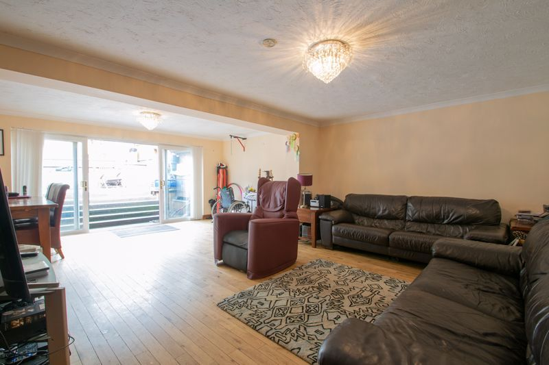 3 bed house for sale in Stour Valley Close 2
