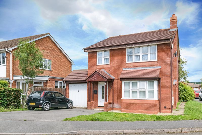4 bed house for sale in Alcester Road 1