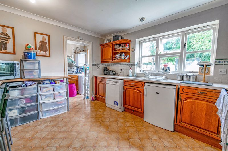 4 bed house for sale in Alcester Road 5