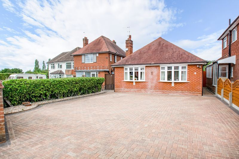 3 bed bungalow for sale in Braces Lane - Property Image 1