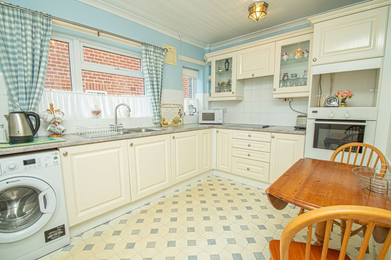 3 bed bungalow for sale in Braces Lane 4