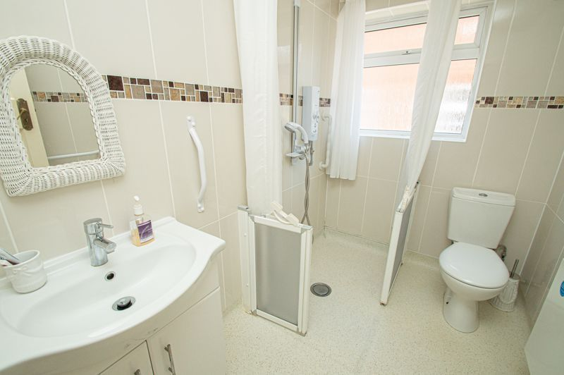 3 bed bungalow for sale in Braces Lane 9