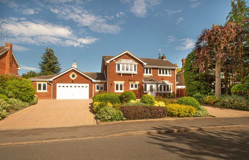4 bed house for sale in Redlake Drive  - Property Image 1