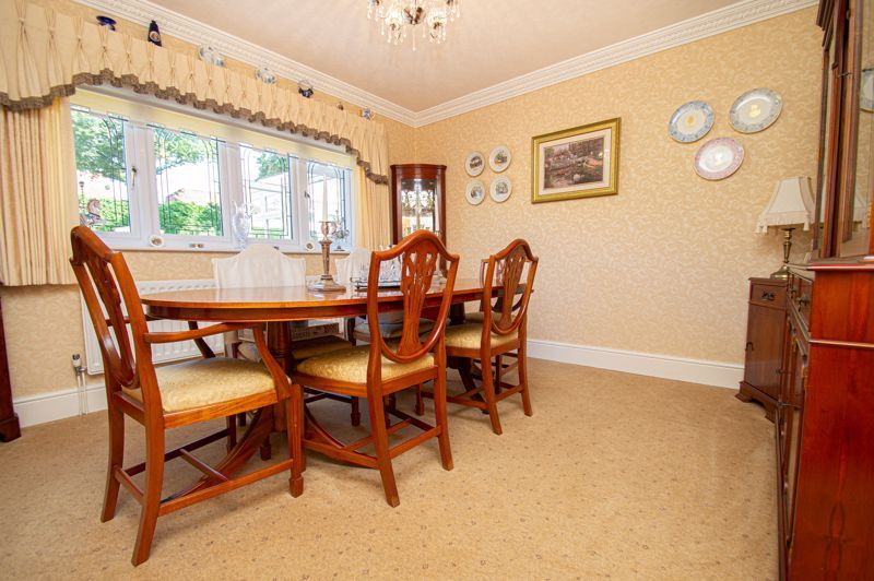 4 bed house for sale in Redlake Drive  - Property Image 4