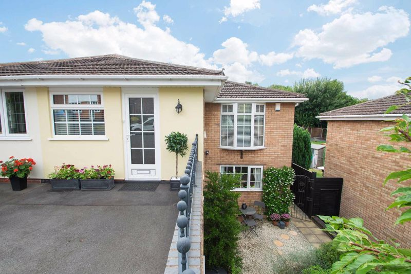 4 bed house for sale in Brockmoor Close 1