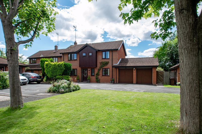 4 bed house for sale in Fairford Close - Property Image 1