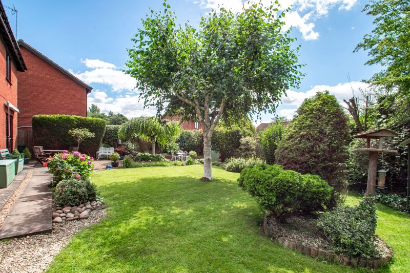 4 bed house for sale in Fairford Close 12
