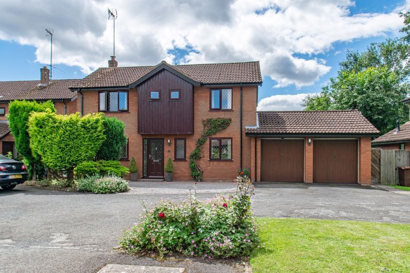 4 bed house for sale in Fairford Close 19