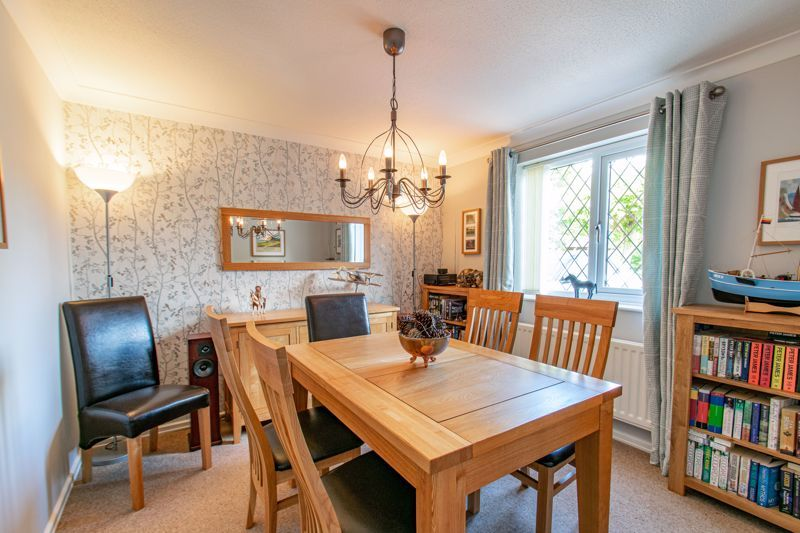 4 bed house for sale in Fairford Close 5