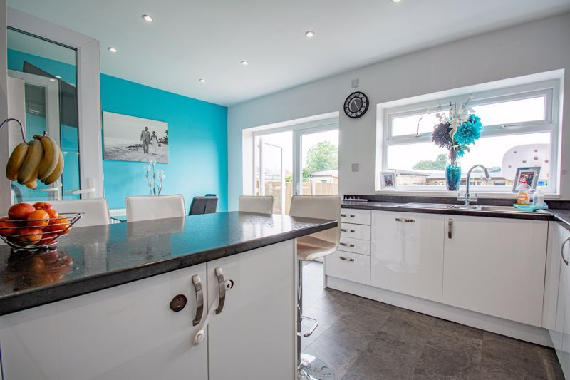 3 bed house for sale in Ryde Park Road  - Property Image 3