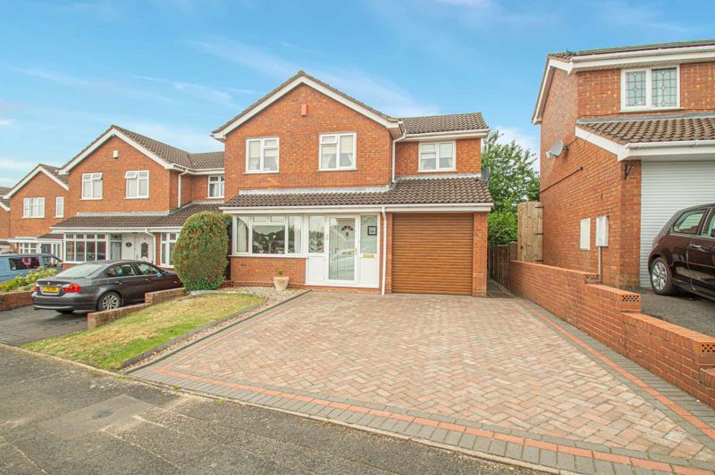 4 bed house for sale in Farndale Close 1
