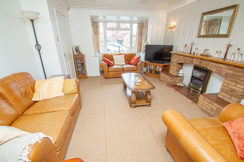 4 bed house for sale in Farndale Close  - Property Image 2
