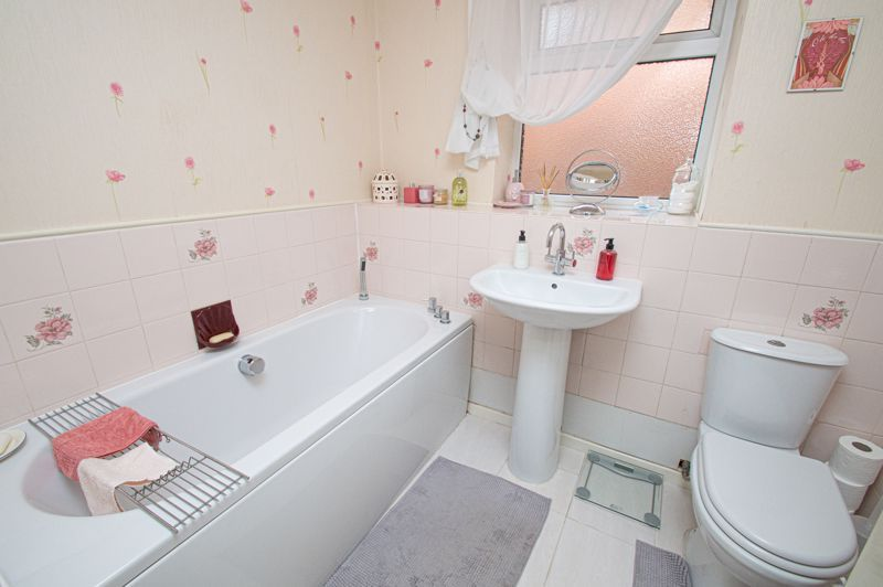 4 bed house for sale in Farndale Close  - Property Image 12