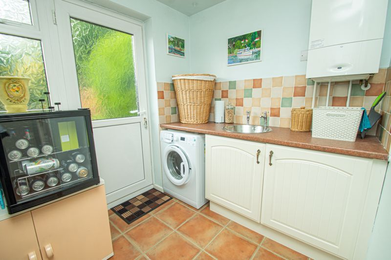 4 bed house for sale in Farndale Close 6