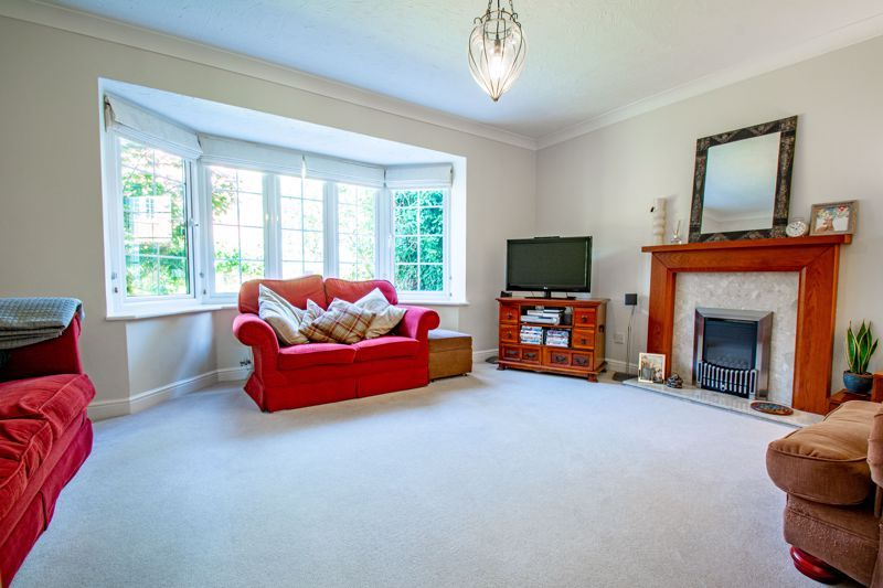 4 bed house for sale in Appletrees Crescent  - Property Image 6