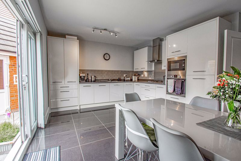 3 bed house for sale in Turntable Avenue  - Property Image 4