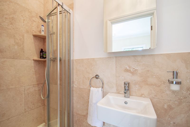 4 bed house for sale in Enfield Road  - Property Image 19