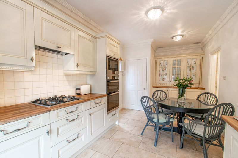 4 bed house for sale in Enfield Road  - Property Image 3