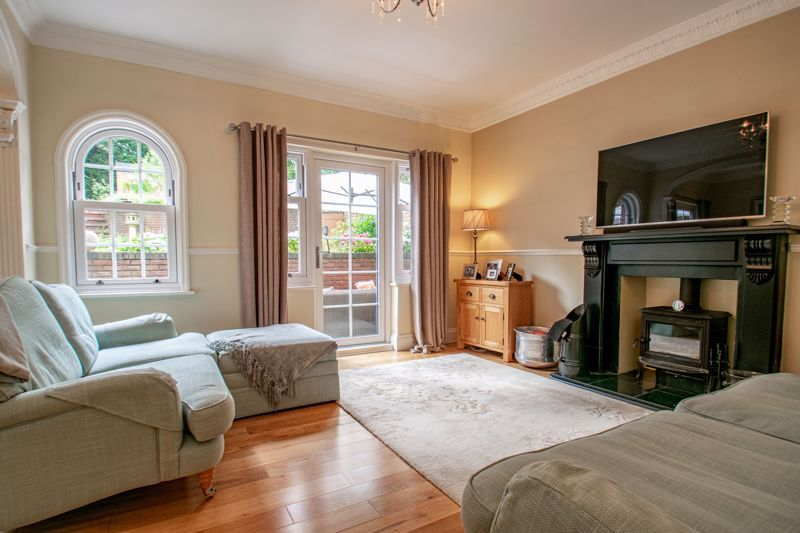 4 bed house for sale in Enfield Road  - Property Image 5