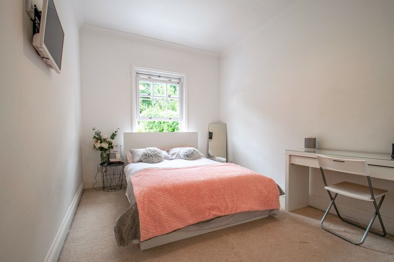 4 bed house for sale in Enfield Road  - Property Image 9