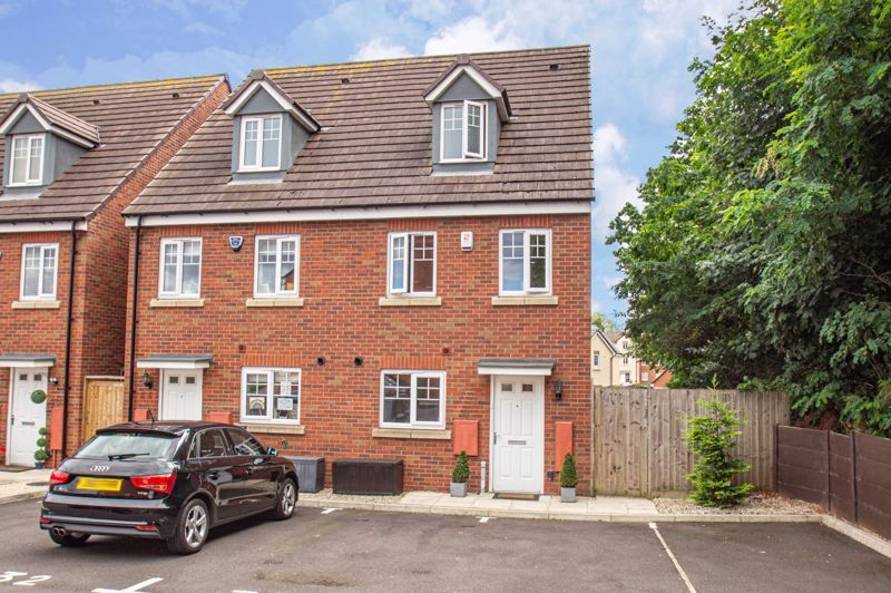 3 bed house for sale in Nash Gardens - Property Image 1
