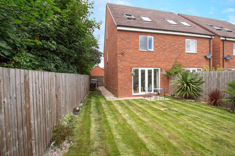 3 bed house for sale in Nash Gardens 13