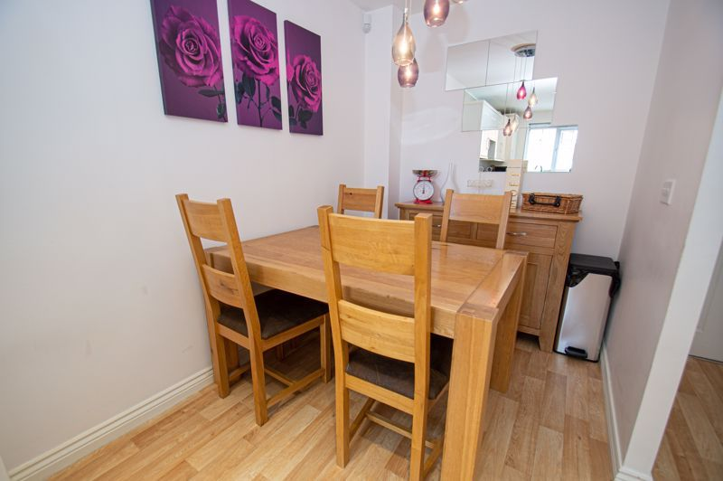 3 bed house for sale in Nash Gardens 4