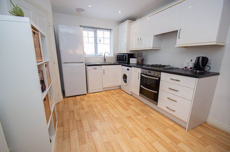 3 bed house for sale in Nash Gardens 5