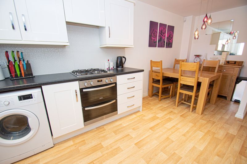 3 bed house for sale in Nash Gardens 6
