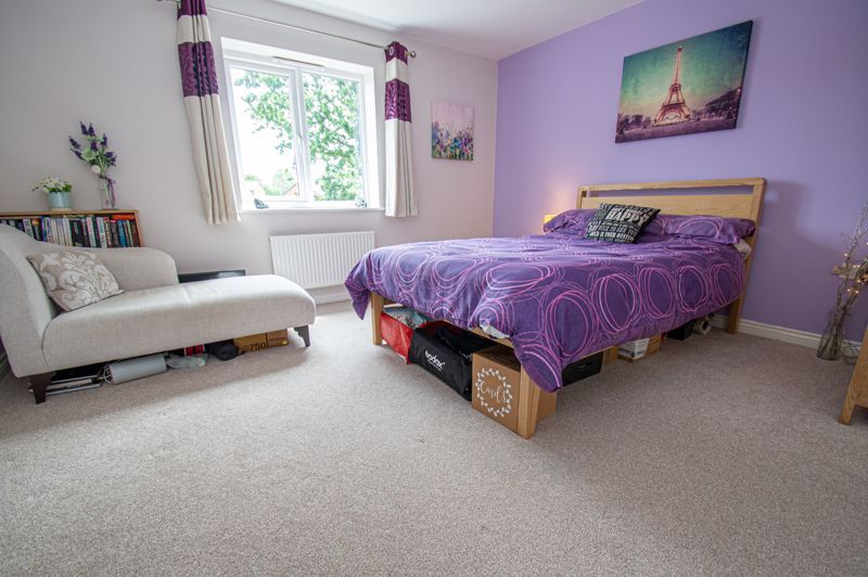 3 bed house for sale in Nash Gardens 8