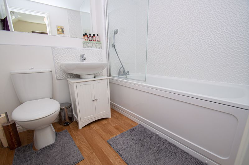3 bed house for sale in Nash Gardens 9
