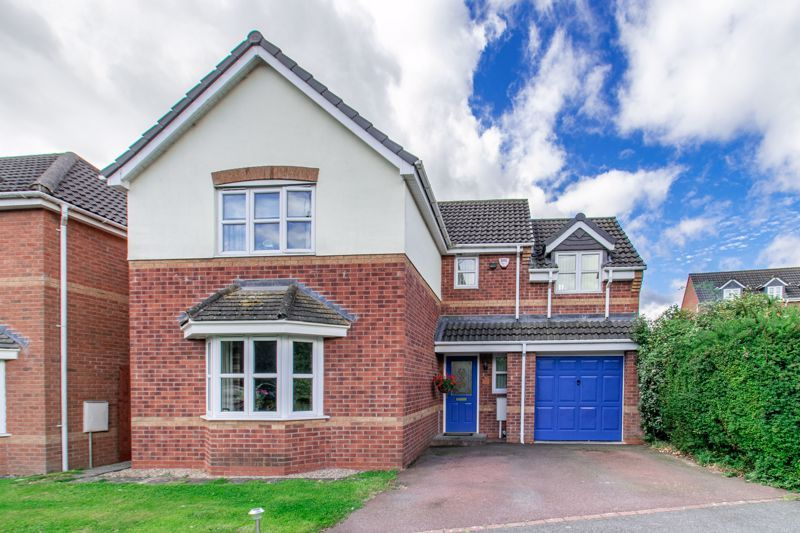 4 bed house for sale in Parklands Close  - Property Image 1