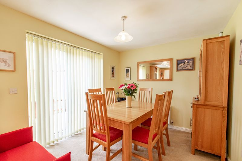 4 bed house for sale in Parklands Close  - Property Image 3